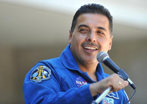 father jose hernandez astronaut - photo #33